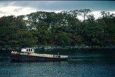 Αποσυντιθειμένος βάρκα με UB40 την εγγραφή Στοκ Εικόνες