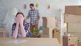 Αποσύνθεση γυναικών και ανδρών ή διαζύγιο, κινούμενα κιβώτια απόθεμα βίντεο