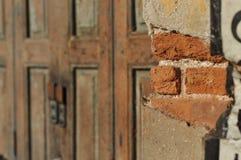 Αποσύνθεση τοίχων σπιτιών τούβλου Στοκ Εικόνες
