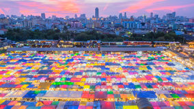 Αποσύνθεση Fai, Μπανγκόκ, Ταϊλάνδη Ratchada Talad αγοράς νύχτας τραίνων Στοκ Εικόνες