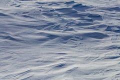 Αποτέλεή αέρας κάλυψη χιονιού με τις ισχυρές σκιές Στοκ Εικόνες