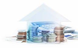 Αποταμίευση σπιτιών Έννοια οικονομικών, που κερδίζει χρήματα για ένα σπίτι, ευρο- Στοκ Φωτογραφία
