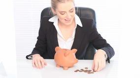 Αποταμίευση τράπεζας επιχειρησιακού Piggy φιλμ μικρού μήκους