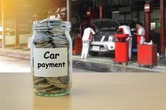 Αποταμίευση χρημάτων για την πληρωμή αυτοκινήτων Στοκ Φωτογραφία