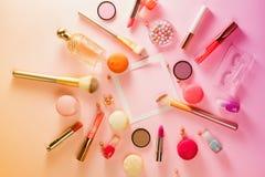 Αποτελέστε τα προϊόντα και macaroons στοκ φωτογραφία με δικαίωμα ελεύθερης χρήσης