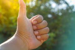 Αποτελέστε τους αντίχειρες, λαμπρές ιδέες εργασίας στοκ φωτογραφία με δικαίωμα ελεύθερης χρήσης