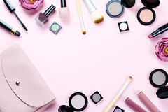 Αποτελέστε το πλαίσιο προϊόντων σε μια κρητιδογραφία να οδοντώσει το υπόβαθρο Στοκ φωτογραφία με δικαίωμα ελεύθερης χρήσης