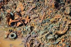 Αποτελέσματα περιβαλλοντικά από τις χημικές ουσίες και τα βαριά μέταλλα στο χώμα Στοκ φωτογραφία με δικαίωμα ελεύθερης χρήσης