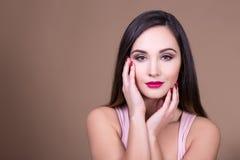 Αποτελέστε και έννοια ομορφιάς - πορτρέτο της νέας όμορφης γυναίκας W στοκ φωτογραφία με δικαίωμα ελεύθερης χρήσης