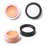 Αποτελέστε τα καλλυντικά να αποβουτυρώσουν τη συμπαγή και χαλαρή σκόνη θεμελίων που χρησιμοποιείται στο μικρό βάζο στοκ εικόνα με δικαίωμα ελεύθερης χρήσης