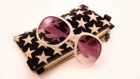 Αποτελέστε την τσάντα και τα γυαλιά ηλίου Στοκ φωτογραφίες με δικαίωμα ελεύθερης χρήσης