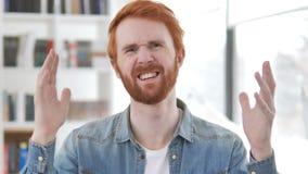 Αποτυχία, περιστασιακό Redhead άτομο που ανατρέπεται από την απώλεια απόθεμα βίντεο