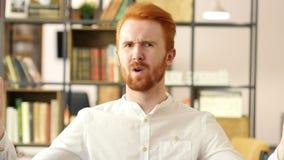 Αποτυχία προγράμματος, λυπημένος ματαιωμένος νέος επιχειρηματίας στην αρχή απόθεμα βίντεο