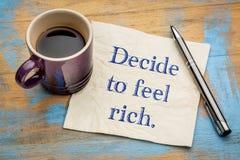 Αποφασίστε να αισθανθείτε πλούσιος - έννοια πετσετών στοκ εικόνες