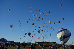 Αποχαιρετιστήριη μαζική ανάβαση γιορτής μπαλονιών του Αλμπικέρκη στοκ εικόνες με δικαίωμα ελεύθερης χρήσης