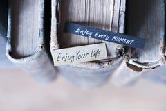 Απολαύστε κάθε στιγμή και απολαύστε το κείμενο ζωής σας Στοκ φωτογραφία με δικαίωμα ελεύθερης χρήσης