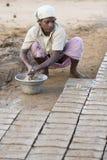 Αποδεικτικό εκδοτικό χέρι - γίνοντα τούβλα στην Ινδία Στοκ Εικόνες