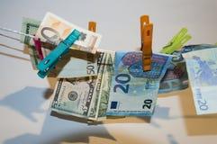 Αποδοχές χρημάτων Στοκ φωτογραφία με δικαίωμα ελεύθερης χρήσης