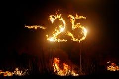 25 ΑΠΟ το σημάδι στην πυράκτωση sparkler στο σκοτεινό υπόβαθρο στοκ φωτογραφία με δικαίωμα ελεύθερης χρήσης