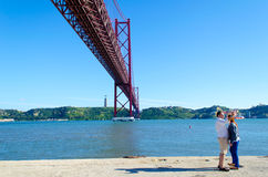 25 Απριλίου γέφυρα στη Λισσαβώνα, Πορτογαλία Στοκ Φωτογραφίες
