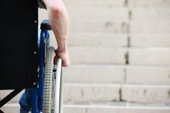 Απρόσιτα σκαλοπάτια αναπηρικών καρεκλών στοκ φωτογραφίες