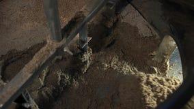 Απόβλητα ζυθοποιείων που αφαιρούν από τη δεξαμενή απόθεμα βίντεο
