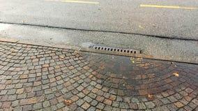 Απόβλητα καλά στο δρόμο Στοκ Εικόνα