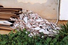 Απόβλητα κατασκευής Ένας σωρός των αποβλήτων κατασκευής, κινηματογράφηση σε πρώτο πλάνο Στοκ Εικόνες