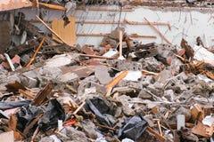 Απόβλητα κατασκευής από το σπίτι που καταστρέφεται μετά από το σεισμό στοκ εικόνα