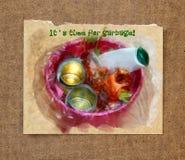 Απόβλητα τροφίμων σε ένα πλαστικό δοχείο απορριμμάτων watercolor ζωής ακόμα Στοκ Εικόνα