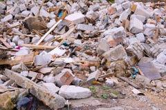 Απόβλητα κατασκευής Ένας σωρός των αποβλήτων κατασκευής, κινηματογράφηση σε πρώτο πλάνο Χτίζοντας ερείπια και πέτρες Στοκ εικόνα με δικαίωμα ελεύθερης χρήσης