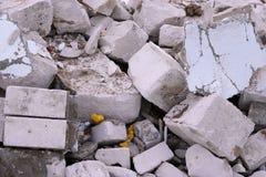 Απόβλητα κατασκευής Ένας σωρός των αποβλήτων κατασκευής, κινηματογράφηση σε πρώτο πλάνο Χτίζοντας ερείπια και πέτρες Στοκ Εικόνες