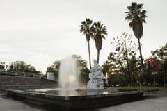 Απόγευμα στην πηγή Parque Hidalgo, Leon, Guanajuato Άποψη γωνιών στοκ εικόνες