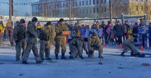Απόδοση επίδειξης των ρωσικών προσγειωμένος στρατευμάτων στρατού μέσα Στοκ Φωτογραφίες