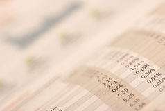 απόθεμα επιλογής εφημερίδων χρημάτων Στοκ εικόνες με δικαίωμα ελεύθερης χρήσης