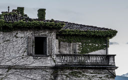 Απόκοσμο εγκαταλειμμένο σπίτι στοκ φωτογραφίες