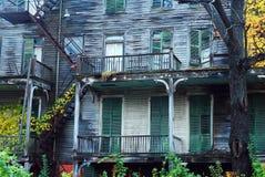 Απόκοσμο παλαιό και εγκαταλειμμένο σπίτι στοκ φωτογραφίες με δικαίωμα ελεύθερης χρήσης