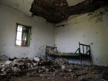 Απόκοσμο δωμάτιο μείωσης στο εξοχικό σπίτι Στοκ εικόνες με δικαίωμα ελεύθερης χρήσης