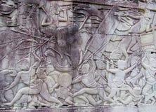 Απόκρυφη bas-ανακούφιση στους τοίχους της καμποτζιανής αρχαίας πόλης Ankgor Wat Στοκ φωτογραφία με δικαίωμα ελεύθερης χρήσης