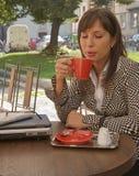 απόλαυση καφέ στοκ εικόνα