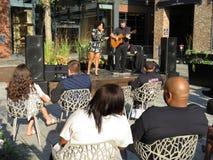Απόλαυση της ελεύθερης μουσικής στην αποβάθρα στο Washington DC Στοκ Φωτογραφίες