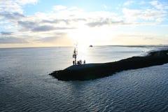απόλαυση του ηλιοβασιλέματος ανθρώπων Στοκ εικόνες με δικαίωμα ελεύθερης χρήσης