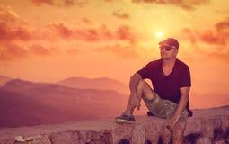 απόλαυση του ηλιοβασιλέματος ατόμων Στοκ φωτογραφία με δικαίωμα ελεύθερης χρήσης