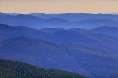 Απόμακρη σειρά βουνών στοκ φωτογραφία