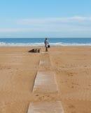 Απόμερος αριθμός για μια εγκαταλειμμένη παραλία στοκ εικόνες