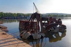Απόρριμα μετάλλων στο νερό Στοκ φωτογραφία με δικαίωμα ελεύθερης χρήσης