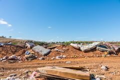 Απόρριψη σκουπιδιών στην αγροτική περιοχή Στοκ φωτογραφίες με δικαίωμα ελεύθερης χρήσης