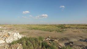 Απόρριψη σκουπιδιών στο veld απόθεμα βίντεο