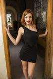 Απότομα μαύρο φόρεμα στοκ φωτογραφία με δικαίωμα ελεύθερης χρήσης