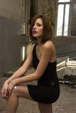 Απότομα μαύρο φόρεμα στοκ εικόνες